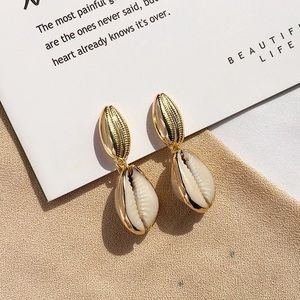 Jewelry - Trendy Gold shells earrings 🐚